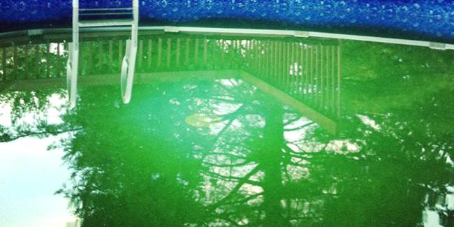 L'eau de ma piscine est verte : comment régler le problème ?