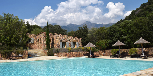 Une piscine pour donner de la valeur à sa maison et du bonheur à sa famille !